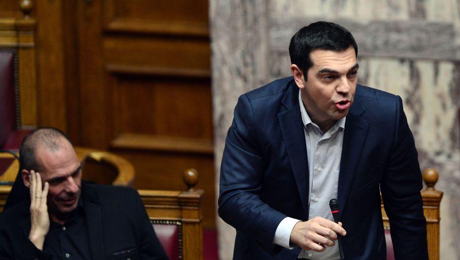 """Politiker Tsipras (r.), Varoufakis: """"Wir bewegen uns in einem Minenfeld"""""""
