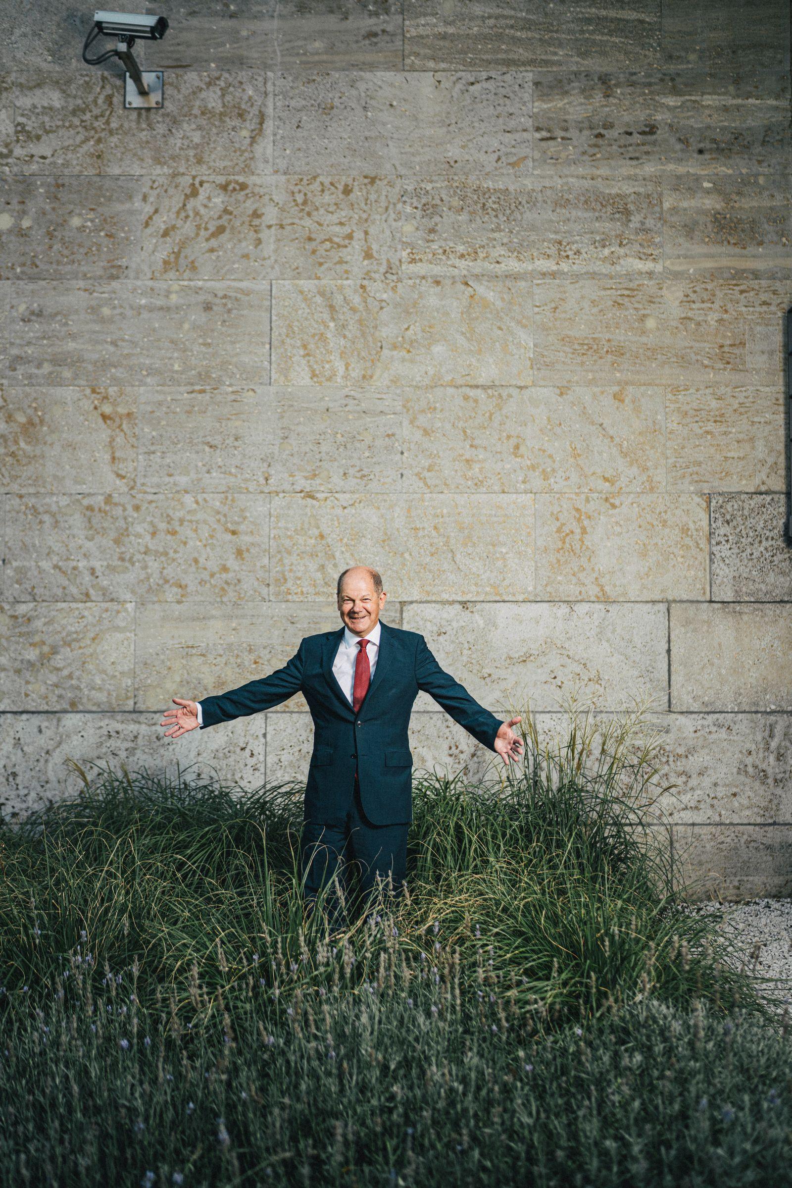 Olaf Scholz, Poltiker, Vizekanzler, Bundesminister der Finanzen und Kanzlerkandidat der SPD für den Bundestagswahlkampf 2021, fotografiert im Hof des Bundesfinanzministeriums
