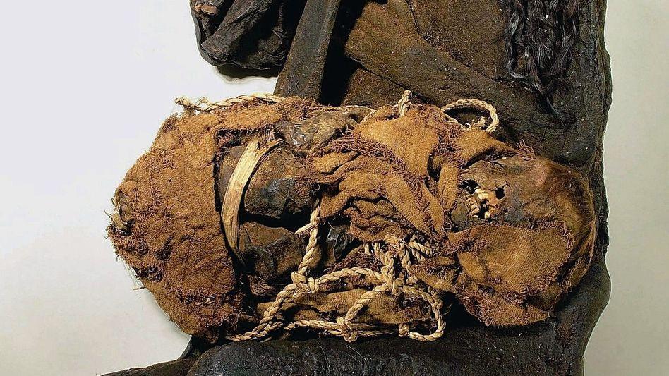 Wiederentdeckte Mumiengruppe mit Frau und zwei Kindern: Chaos nach dem Krieg