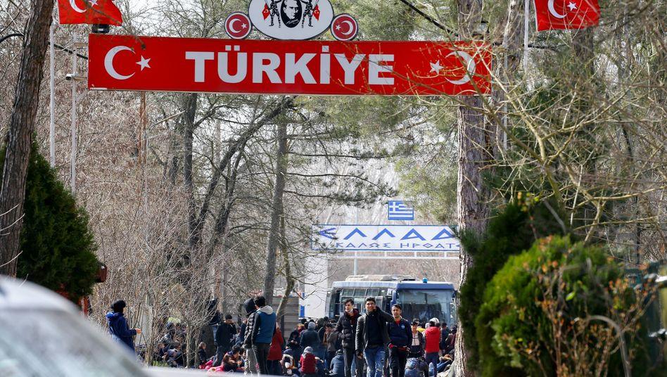 Türkisch-griechischer Grenzübergang in Pazarkule: Warten im Niemandsland
