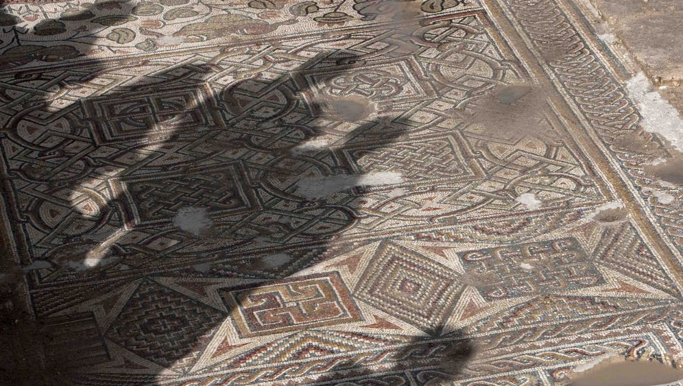 Archäologie: Gotteshaus und Rebellenlager