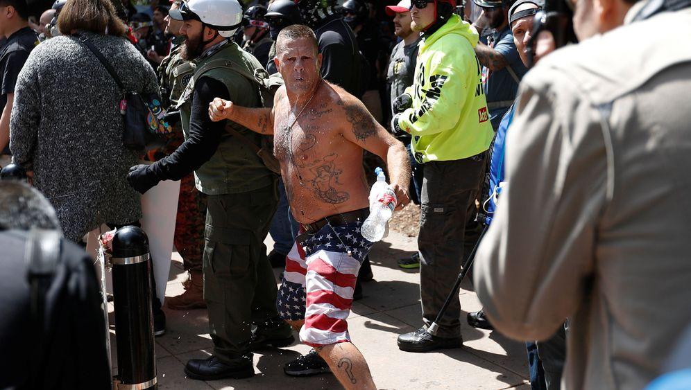Gewaltsame Proteste: Trump-Anhänger gegen Trump-Gegner