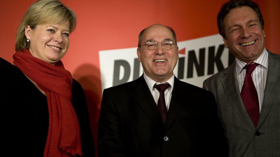 Linken-Vorsitzende Lötzsch, Ernst (r.), Fraktionschef Gysi (M.): Wege zum Kommunismus