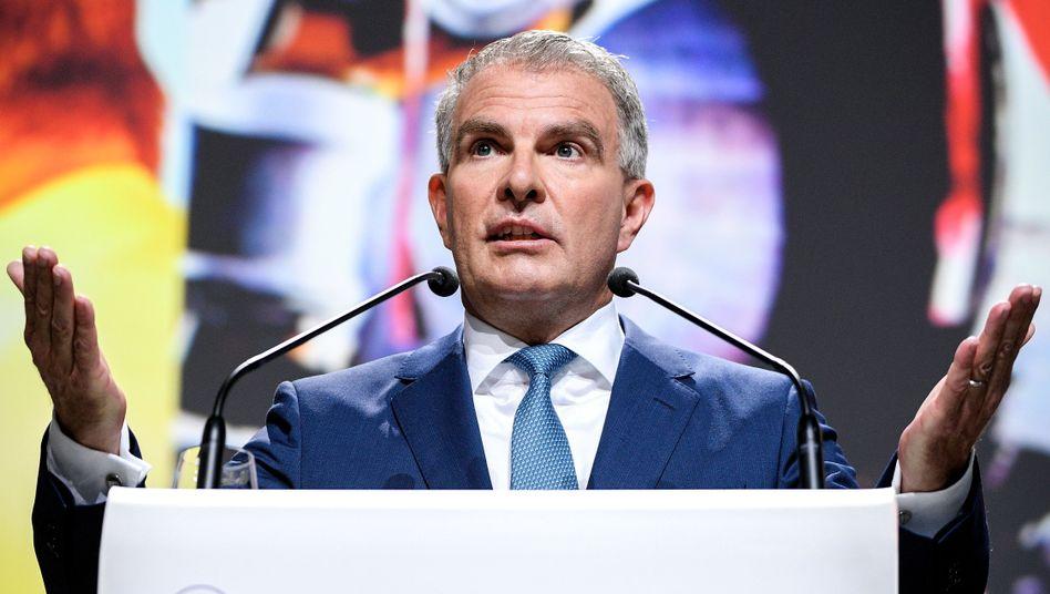Lufthansa-Chef Carsten Spohr: Es mangele an Ehrlichkeit im Umgang mit den Flugbegleitern, so eine Aussage der Befragung