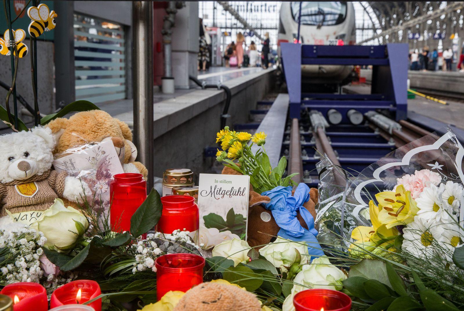 Attacke im Frankfurter Hauptbahnhof / Kerzen
