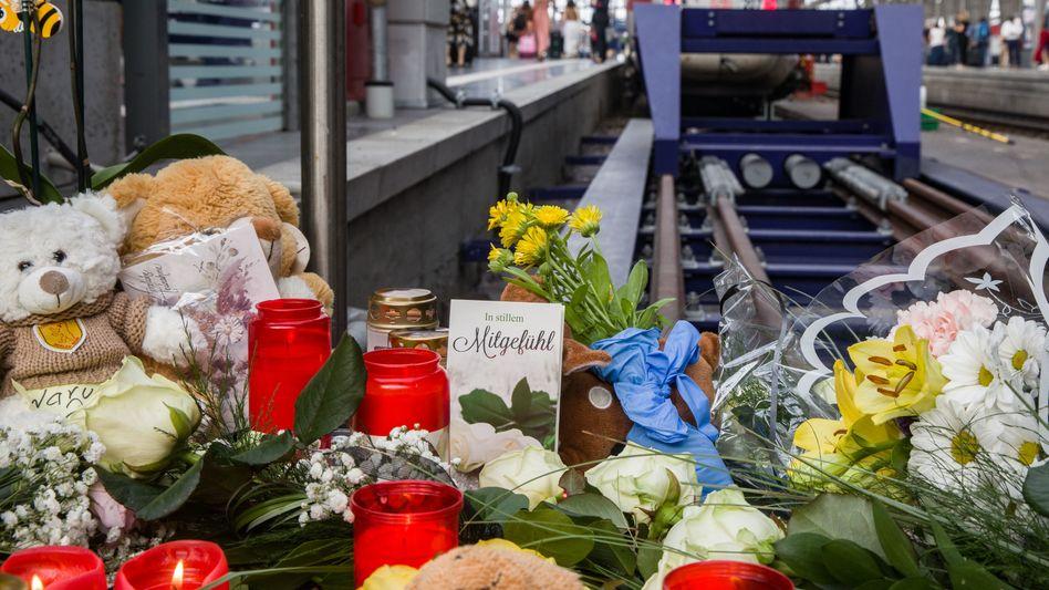 Frankfurter Hauptbahnhof: Die Fassungslosigkeit über die Tat verwandelt sich bei manchen in Wut auf den Täter