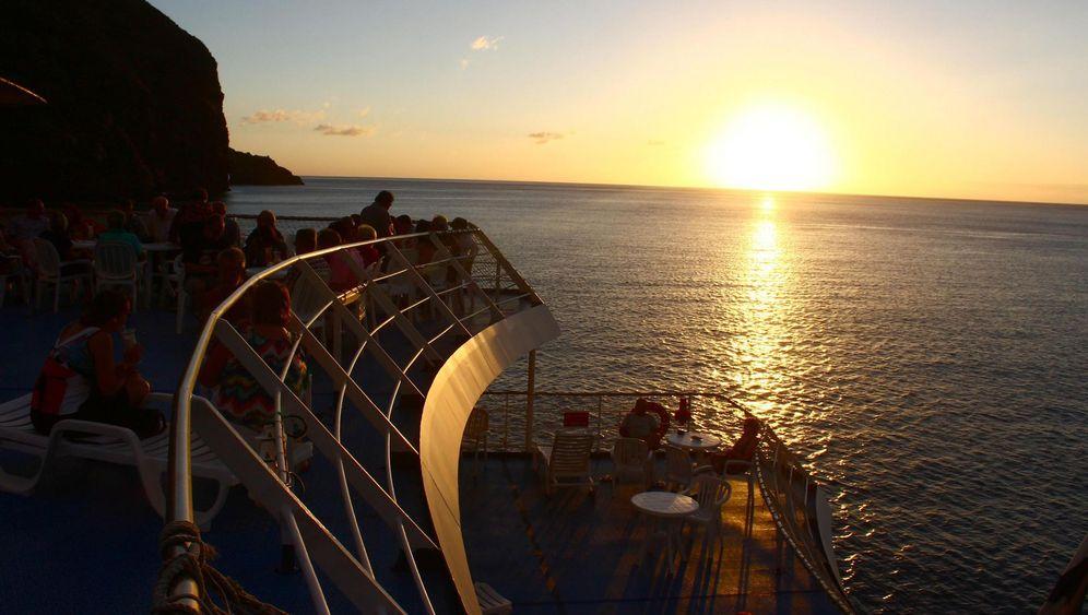 Frachtschiff ins Paradies: Der lange Weg durch die Südsee
