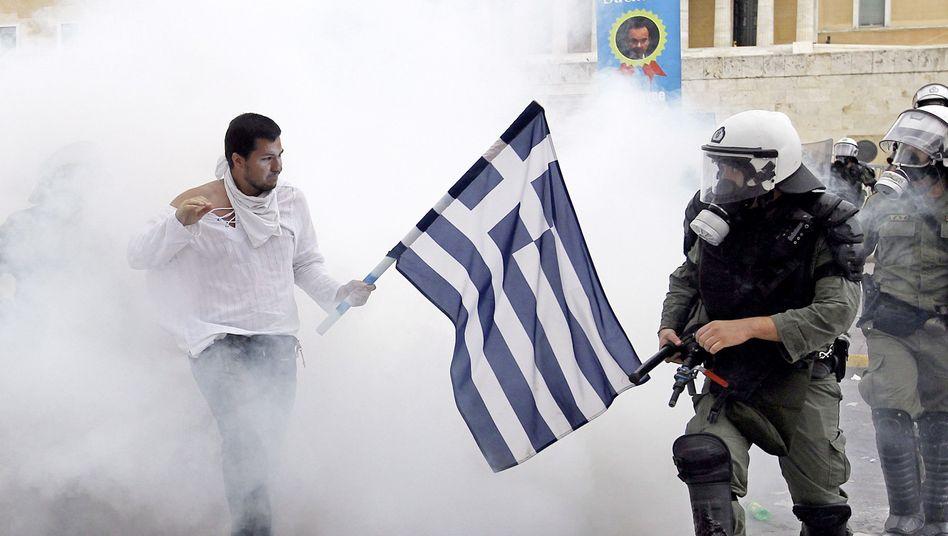 Demonstrant in Athen: Zweifel am Rettungsplan
