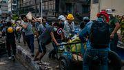 Menschen aus Yangon flüchten vor Gewalt der Junta
