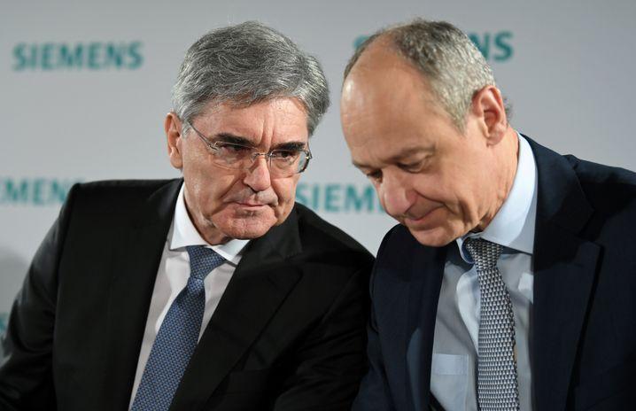 """Konzernlenker Kaeser (l.), Busch: """"Von der Übernahme profitieren alle"""" - der Kapitalmarkt sah das zunächst anders"""