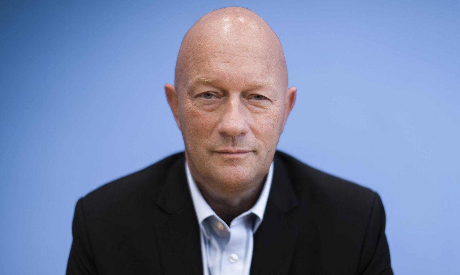 Thomas Kemmerich, Spitzenkandidat der FDP in Thueringen, bei einer Pressekonferenz, anlaesslich der Auswirkungen der Lan