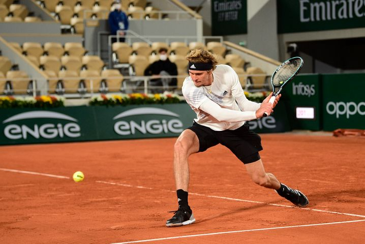 Langärmlig in die nächste Runde: Alexander Zverev in Paris