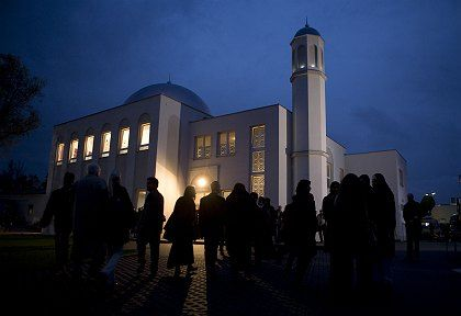 150 people showed up to protest the opening of the Khadija mosque, the first in East Germany.