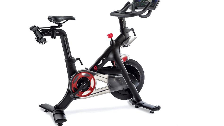 Peloton Bike Das Karbonstahlrad mit Bildschirm und Kopfhörer gibt es in Deutschland ab November für 2290 Euro, plus 39 Euro im Monat für die Liveund On-Demand-Sportkurse