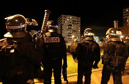 Polizisten in Les Mureaux: Warten auf die nächste Welle der Zerstörung