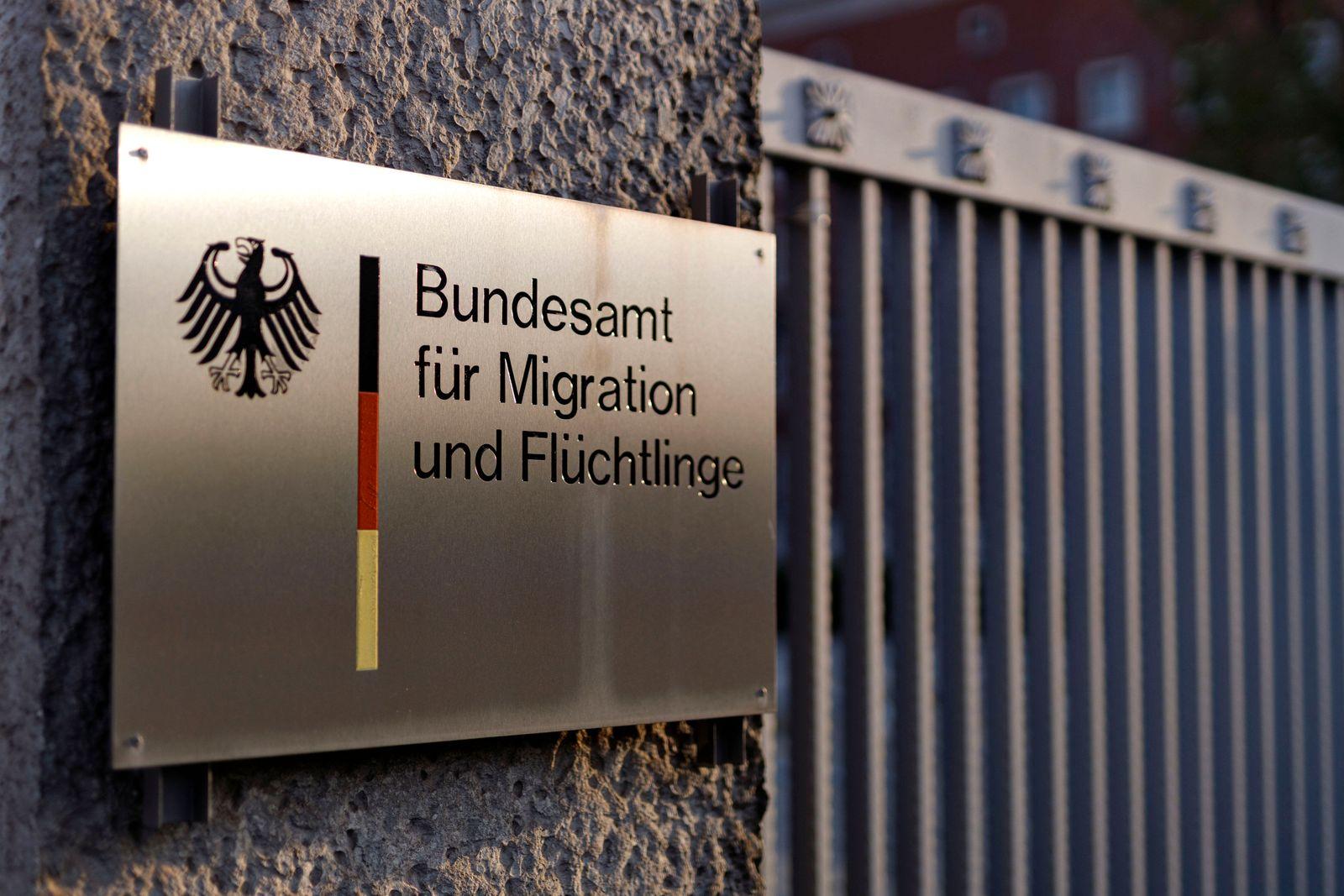 Das Bundesamt für Migration und Flüchtlinge (BAMF) stellt trotz fortlaufender Corona-Einschränkungen wieder ablehnende