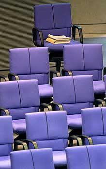 Abgeordnetenstuhl Hohmanns: Aus der Fraktion ausgeschlossen