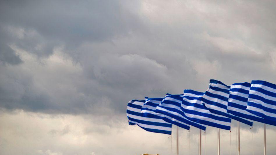 Griechische Fahnen vor der Akropolis: Bald nicht mehr Herr der eigenen Finanzen?