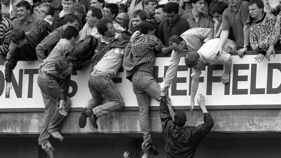 Fans im Hillsborough-Stadion: 96 Anhänger kamen ums Leben