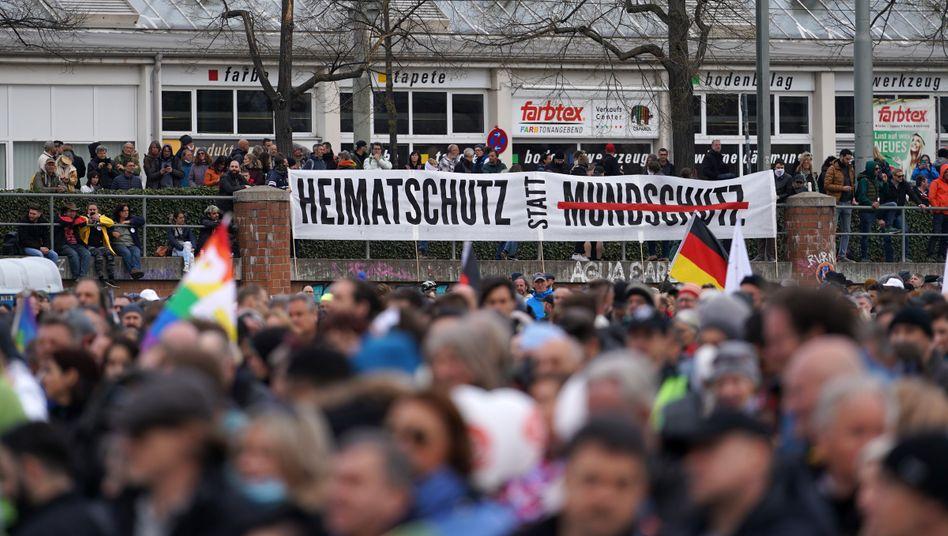 Demonstration in Stuttgart: »Was muss eigentlich noch passieren?«