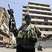 Schiitischer Kämpfer in Beirut: Bewaffnete patrouillieren in den Straßen
