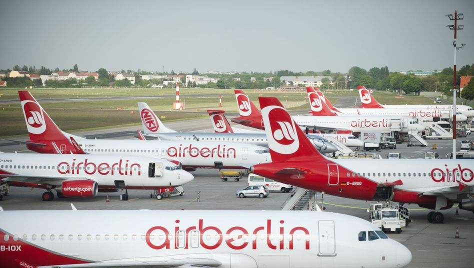 Air-Berlin-Maschinen am Flughafen Tegel: Einige Pilotengehälter reichen kaum zum Leben