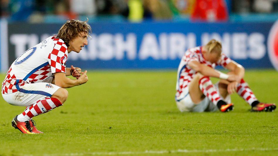 Geschlagene Kroaten Luka Modric (l.), Domagoj Vida