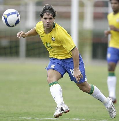 Brasilianischer Nationalspieler Diego: Abstellungspflicht umstritten