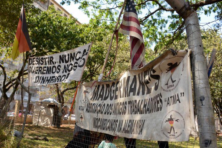 »Niemals aufgeben«: Seit 1993 protestieren die »Madgermanes« in Mosambik für Gerechtigkeit