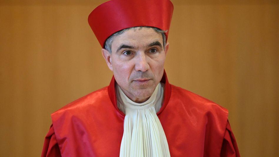 Verfassungsrichter Stephan Harbarth verkündet das Urteil über die Überwachungsbefugnisse des BND im Ausland