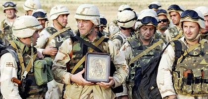 """Georgian soldiers after returning to Tbilisi from the Iraq war on August 11: Saakashvili """"an obvious gambler"""""""