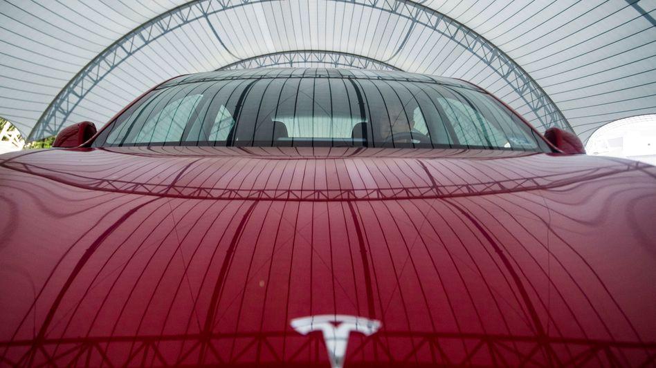 Ein Tesla Model 3 bei einem Anti-Crash-Test