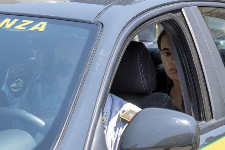 Kapitänin Carola Rackete am Montag vor ihrem Gerichtstermin auf Sizilien