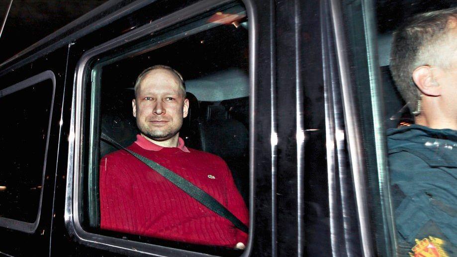 Mörder Breivik nach der Vorführung beim Haftrichter