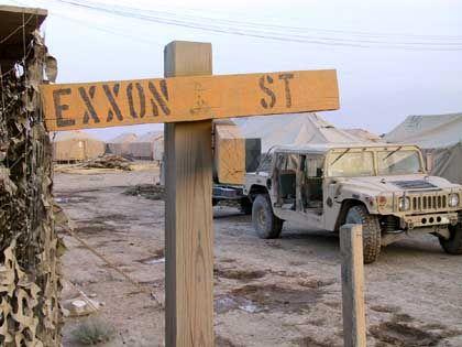 Straßenschild im US-Militärstützpunkt Bagram: Statthalter für die Öl-Industrie?
