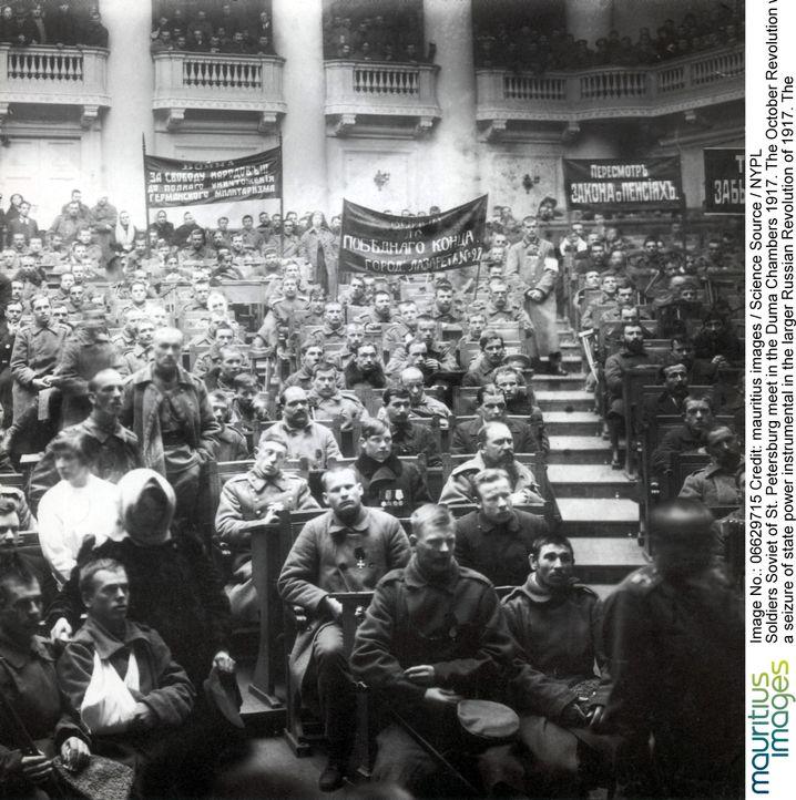 Kriegsinvaliden im Duma-Saal in Petrograd 1917: Hatte die Demokratie je eine Chance?