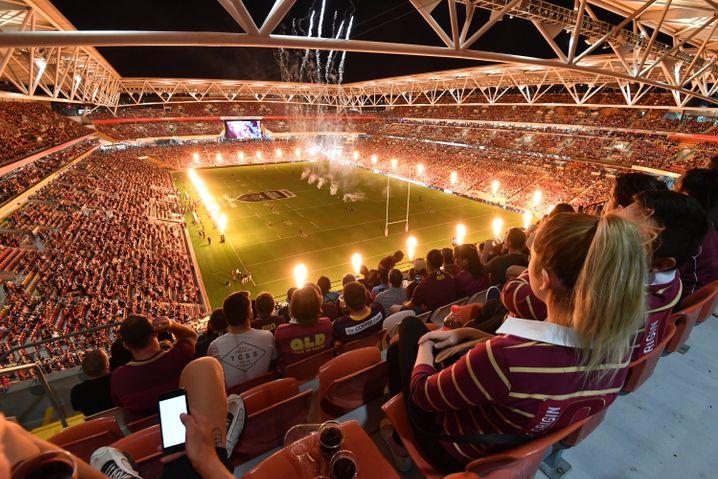 Das Rugbyspiel in Brisbane war fast ausverkauft, auf Bildern waren nur wenige Menschen mit Masken zu sehen