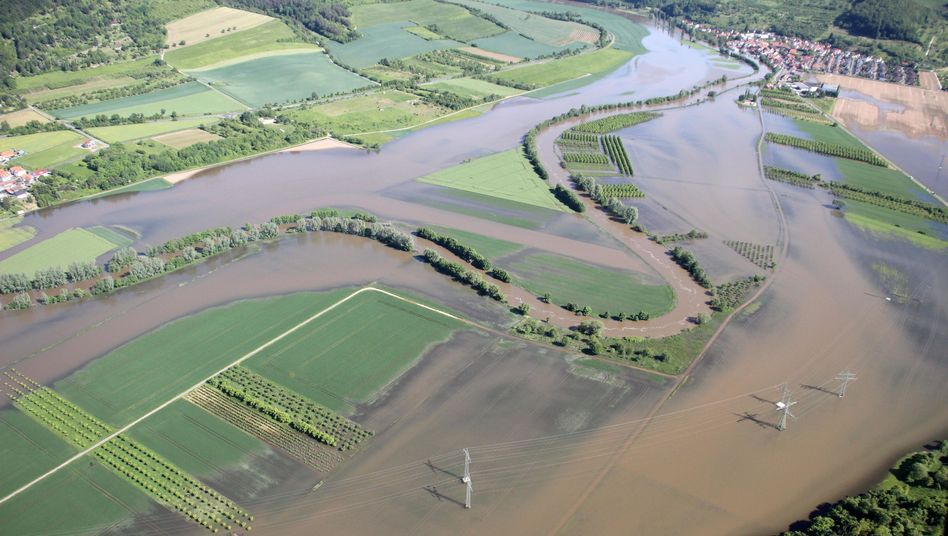Überflutung in Hessen: Durchweichte Deiche