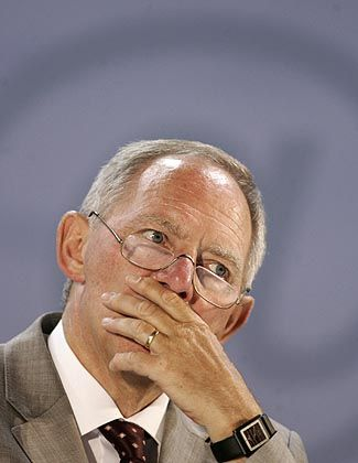 Bundesinnenminister Schäuble: Rohrkrepierer beim neuen Waffengesetz