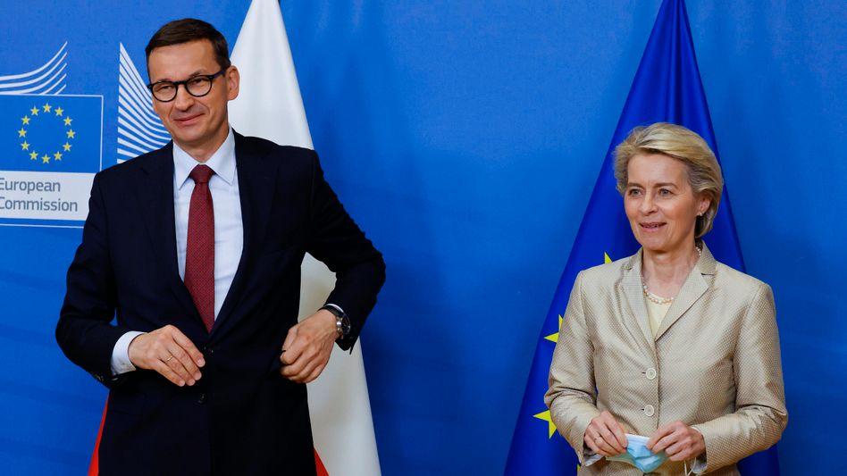 Ministerpräsident Morawiecki mit EU-Kommissionschefin Ursula von der Leyen: Mehr Ärger geht nicht