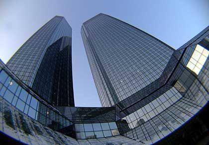 """Die Zwillingstürme der Deutschen Bank in Frankfurt: """"Alle Geschäftsbereiche haben zu diesem Wachstum beigetragen"""""""