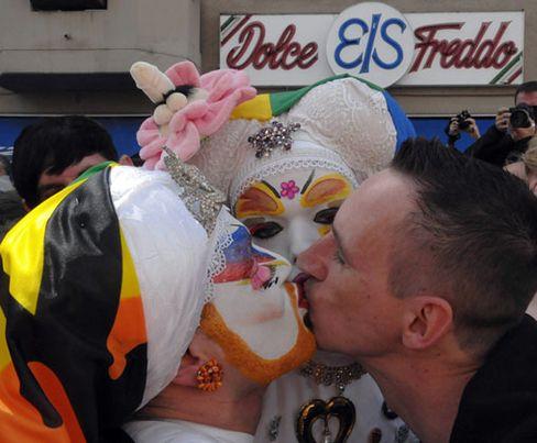 """Schwule Demonstranten in Berlin: """"Tuntensicherheit!"""""""