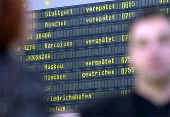 Anzeigetafel im Flughafen Hamburg (Archivbild)