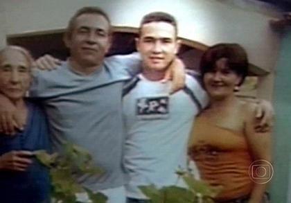 "Jean Charles de Menezes (2. v. r.) mit Familie: ""Niemand trägt hier Waffen, Mama"""