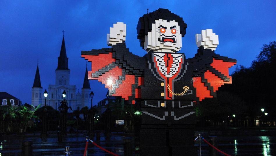 Aus 150.000 Lego-Steinen gebauter Vampir: Inkarnation des Bösen - laut Priester Kostrzewa