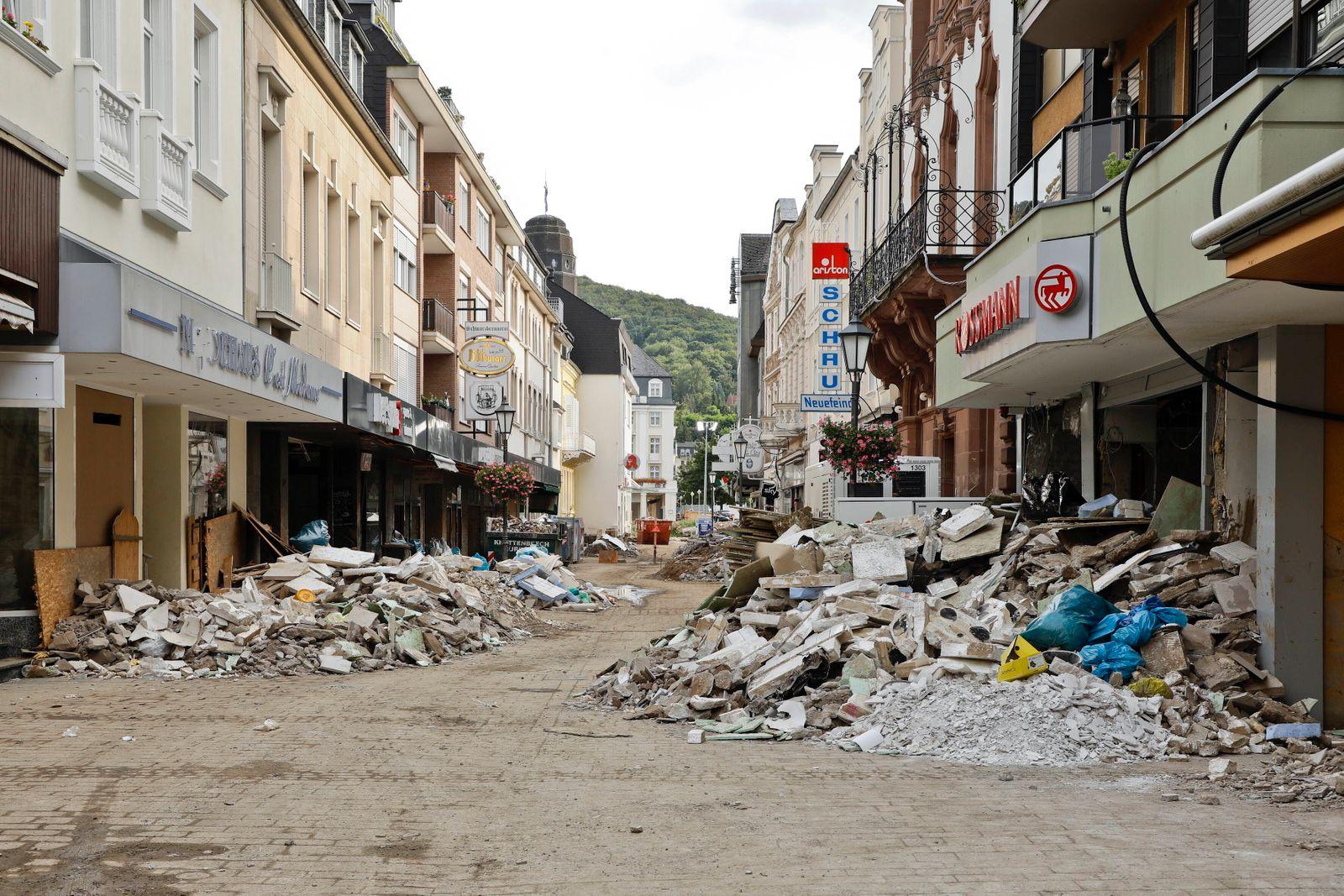 21.08.2021, Bad Neuenahr, Deutschland - Flutkatastrophe im Ahrtal. Foto: Im Ortskern von Bad Neuenahr nach der Flutkatas