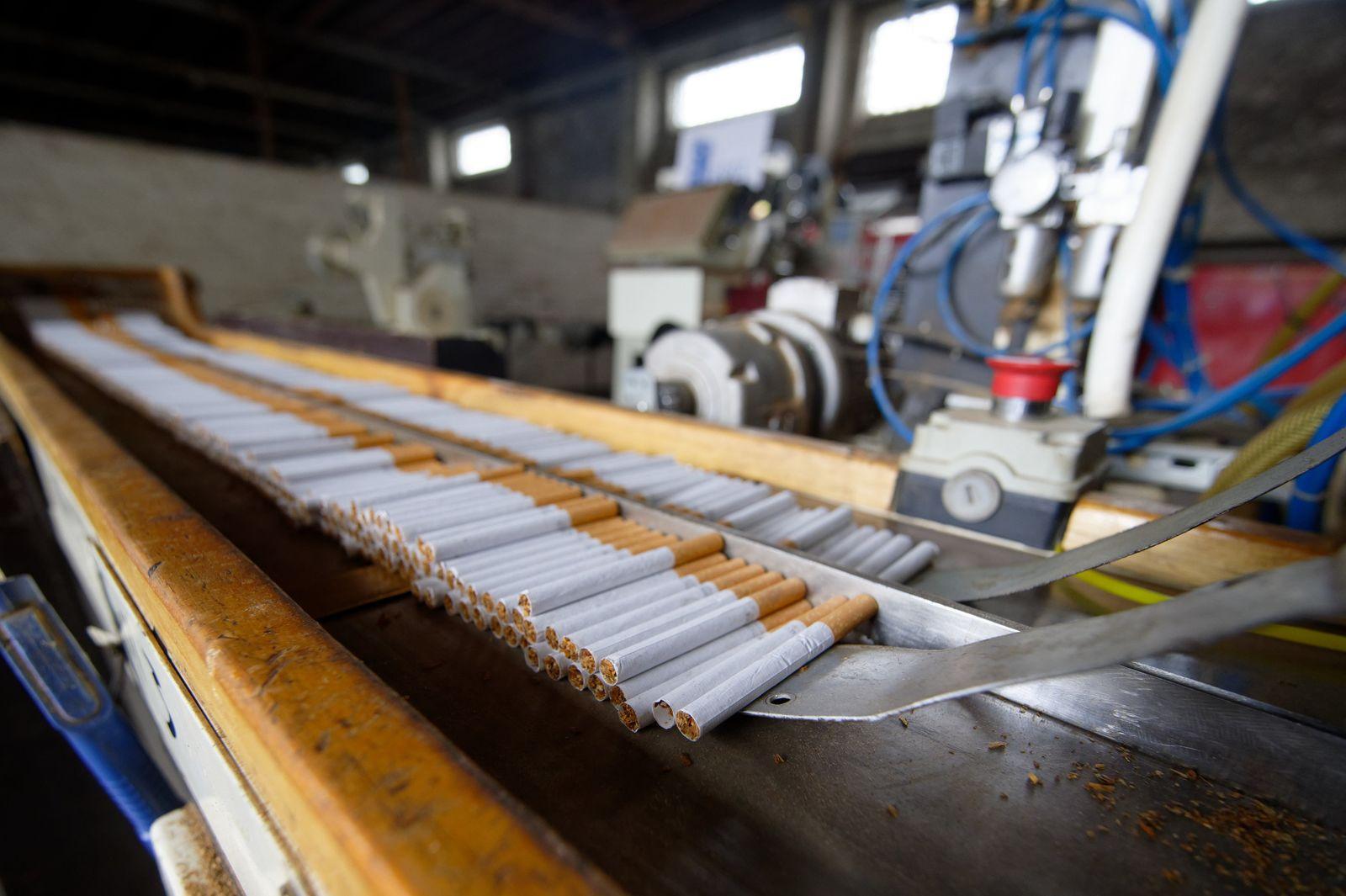 Prozess um illegale Zigarettenfabrik