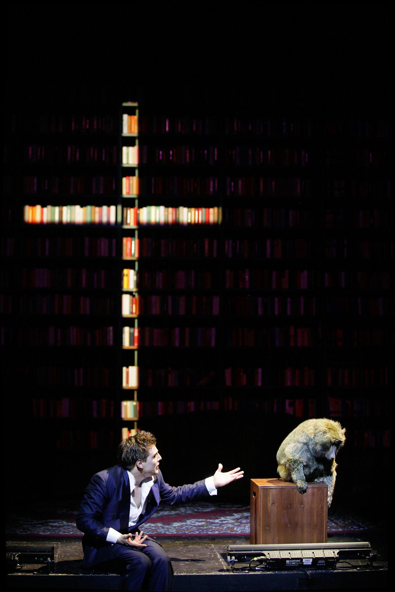 EINMALIGE VERWENDUNG Theater/ Ein Bericht an eine Akademie/ Gorki Theater