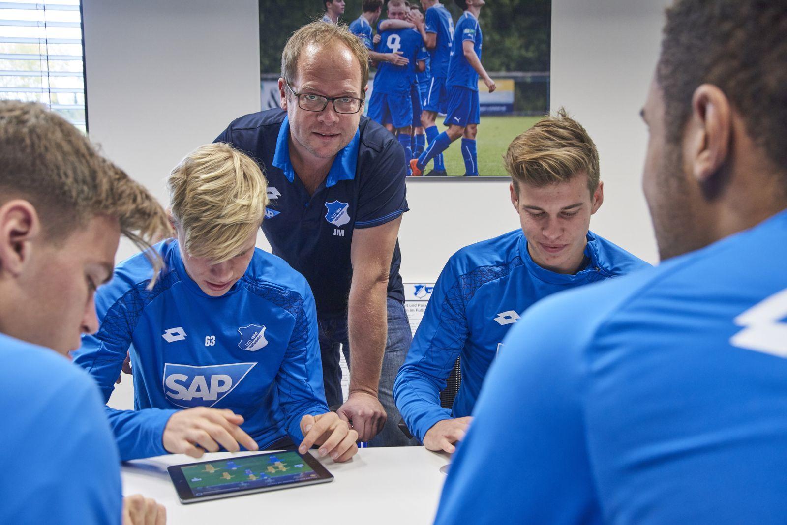 EINMALIGE VERWENDUNG Plus SPIEGEL 47/2016 S.108 Fußballprofis und Computerspiele