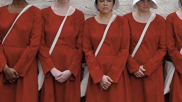 """Szene aus der Serienadaption von """"The Handmaid's Tale"""": Die Obsession, dass jede Schwangerschaft ausgetragen werden soll"""